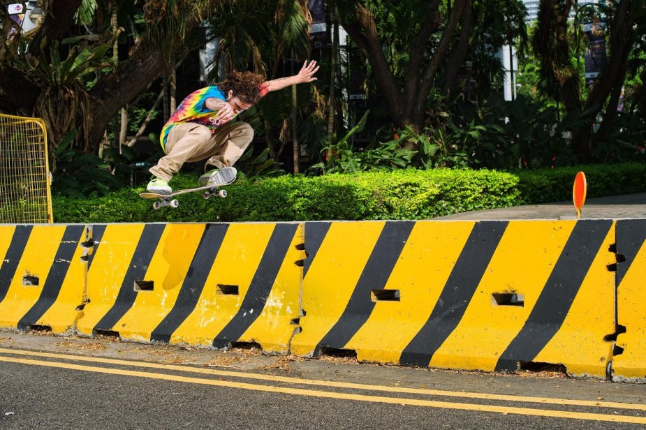 tj-rogers-switch-ollie-away-from-the-equator-singapore-hopfensperger